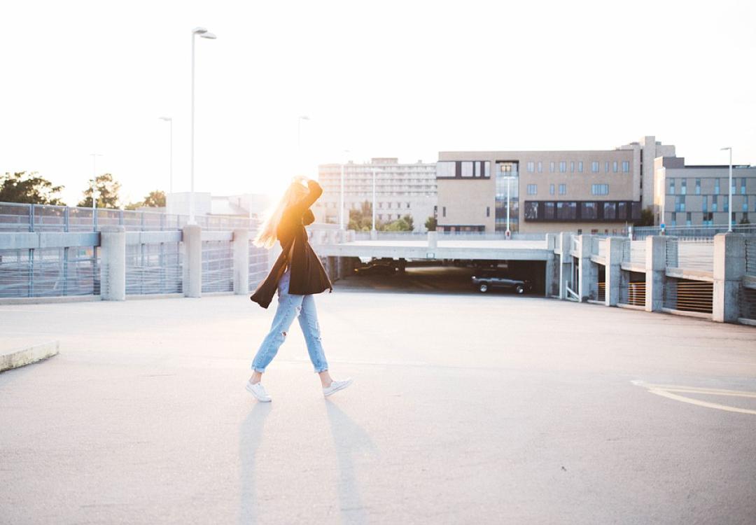 保持走路的良好姿勢